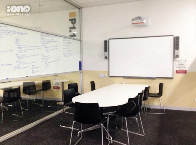 <p> Còn đây là chỗ để chúng tớ học nhóm hay tập thuyết trình.</p>