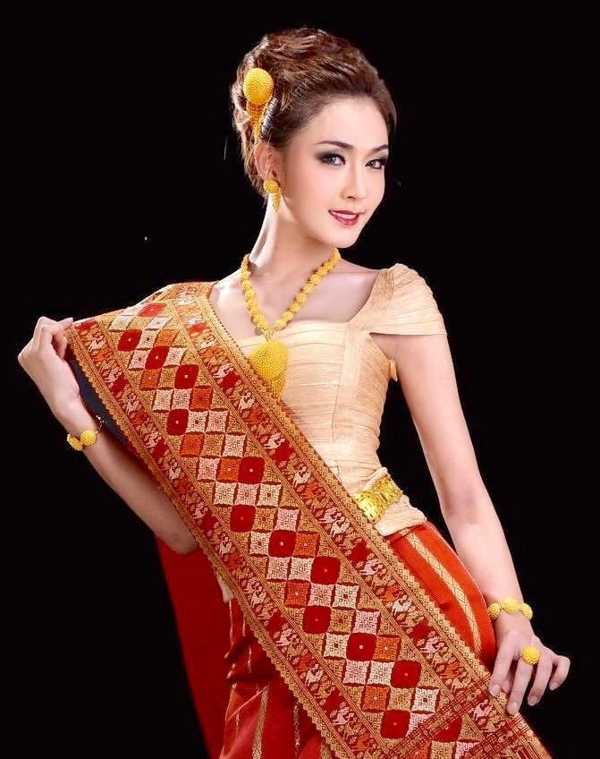 """<p class=""""Normal""""> Piyada Inthavong, sinh ngày 13/11/1992, từng giành ngôi vị cao nhất trong cuộc thi tìm kiếm Hoa hậu chuyển giới 2014 tại Lào.</p>"""