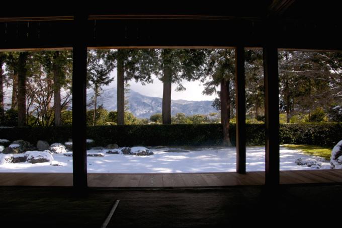 """<p class=""""Normal""""> Entsū-ji là ngôi đền ở phía bắc Kyoto, vốn là nơi nghỉ của vua Gomino. Những khu vườn ở đây có điểm độc đáo và quyến rũ khác lạ.</p>"""