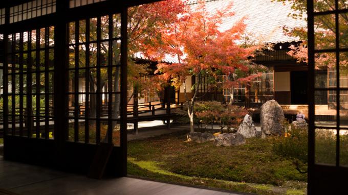 """<p class=""""Normal""""> Đền Kennin-ji ở Kyoto có hai khu vườn mang tên độc đáo: """"Tròn - Tam giác - Vuông"""" và """"Khu vườn tiếng sóng"""".</p>"""