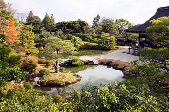 <p> Khuôn viên đặc trưng Nhật Bản của đền Ninna-ji, một trong những ngôi đền cổ nhất Kyoto.</p>