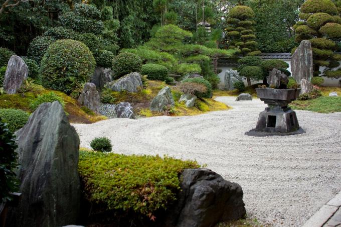 <p> Đền Reiunin ở Kyoto được xây dựng năm 1526 với kiến trúc phong thủy độc đáo.</p>