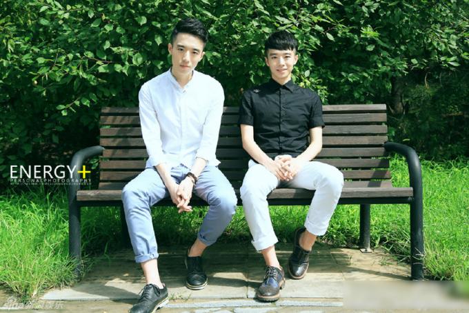 """<p class=""""Normal""""> Hai anh em Uyển Tử Văn - Uyển Tử Hào được mệnh danh là """"cặp song sinh đẹp trai nhất Đại học Bắc Kinh"""". Cả hai gây """"sốt"""" trên các diễn đàn mạng xã hội Trung Quốc bởi thành tích đáng nể.</p>"""