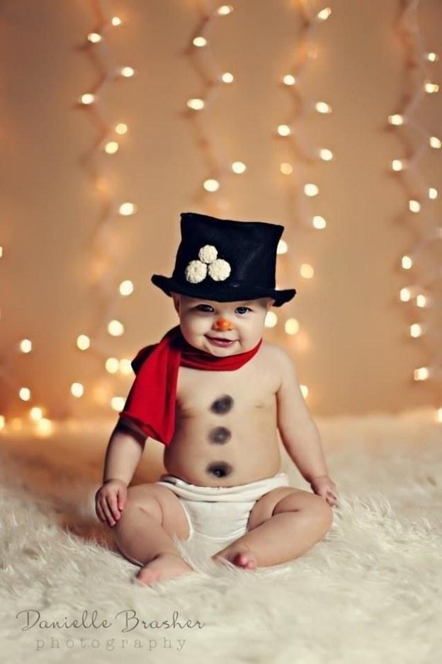 Tan chảy với loạt ảnh bé sơ sinh đón Giáng sinh đầu tiên
