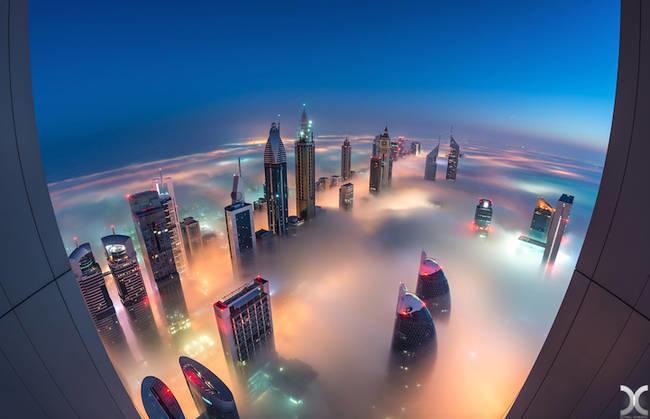 <p> Sương mù dày đến nỗi, chỉ có những tòa nhà cao nhất Dubai mới không bị lấp mất.</p>
