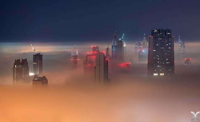 <p> Nhìn từ trên cao, thành phố như khung cảnh một bộ phim khoa học viễn tưởng.</p>