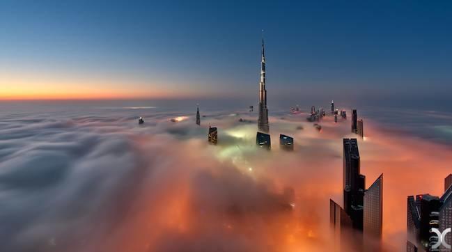 <p> Để ghi lại được khoảnh khắc này, nhiếp ảnh gia đã phải leo lên tầng 70, 80 của những tòa nhà cao nhất, chọn đúng thời điểm thích hợp trong năm và đúng ngày.</p>
