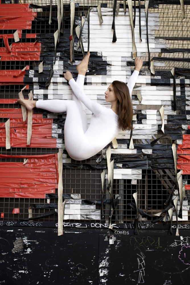 <p> Nhiều bức ảnh thể hiện tư thế yoga có độ khó cao và khá mạo hiểm.</p>