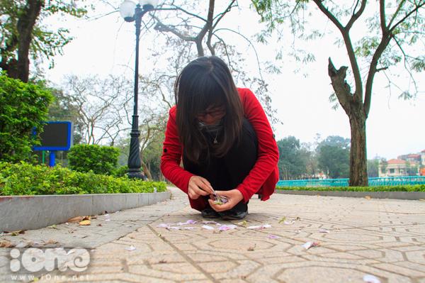 <p> Xếp những cánh hoa thành những lời nhắn gửi ý nghĩa.</p>