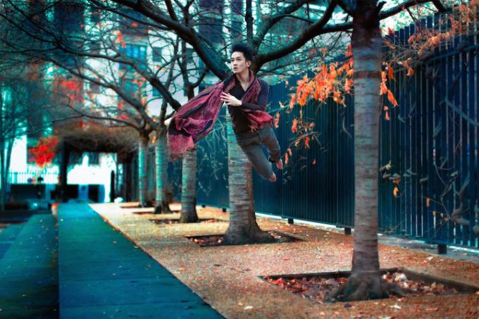 <p> Vốn là một dancer, Jou thể hiện những bước nhảy hiện đại và múa ba lê rất mềm mại, uyển chuyển trên đường phố, trong siêu thị hay bất cứ nơi nào khác.</p>