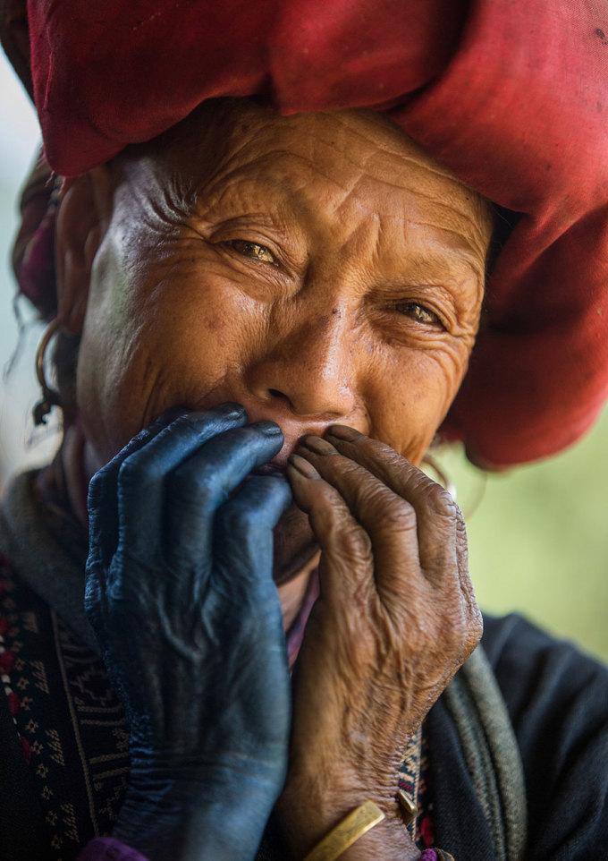 <p> Đây là một số hình ảnh mà nhiếp ảnh gia Pháp chụp về nụ cười của người Dao Đỏ - một dân tộc ít người ở miền núi phía Bắc Việt Nam.</p>