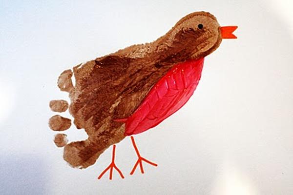 <p> Hờ hờ, em chim sẻ này đơn giản quá, nhúng chân ấn một phát là đã ra bức tranh hoàn hảo.</p>