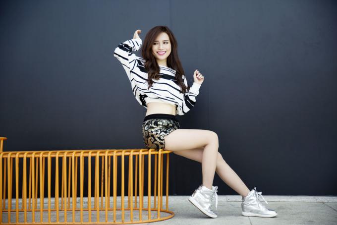 <p> Sỹ Thanh vừa thực hiện bộ ảnh thời trang mùa hè với những trang phục năng động, cá tính.</p>