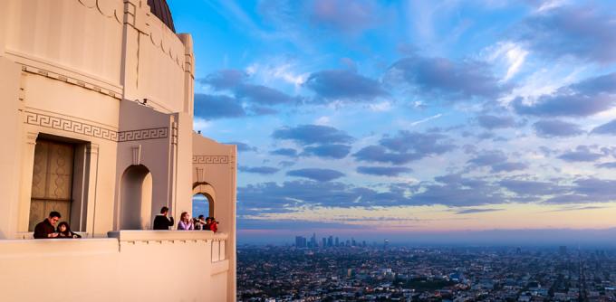 """<p class=""""Normal""""> <strong>Công viên Griffith, Los Angeles</strong></p> <p class=""""Normal""""> Đây là một trong những công viên lớn nhất ở Mỹ. Bạn có thể đi bộ lên đài quan sát ngắm toàn cảnh Los Angeles để thấy được sự kỳ vĩ của xứ Hollywood.</p>"""