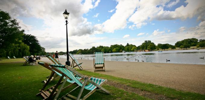 <p> <strong>Công viên Hyde Park, London</strong><br /><br /> Một trong những điểm đẹp nhất của thủ đô nước Anh với những con đường lộng gió và không gian thoáng đãng.<br /> </p>
