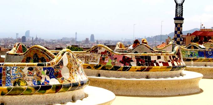 """<p class=""""Normal""""> <b>Công viên Guel, Barcelona</b><br /><br /> Kiến trúc đẹp choáng ngợp của công viên này luôn là sự lựa chọn cho những ai đến Tây Ban Nha.</p>"""