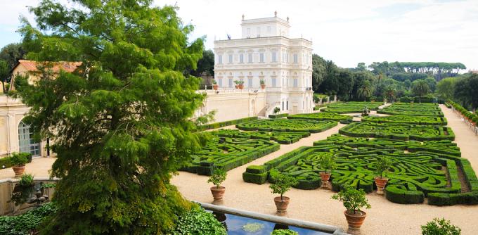 <p> <strong>Công viên Villa Doria Pamphili, Rome, Ý</strong><br /><br /> Đây là nơi không thể bỏ qua khi đến thủ đô của Ý, bao gồm những khu vườn đẹp như địa đàng và mặt hồ cho những người lãng mạn.</p>