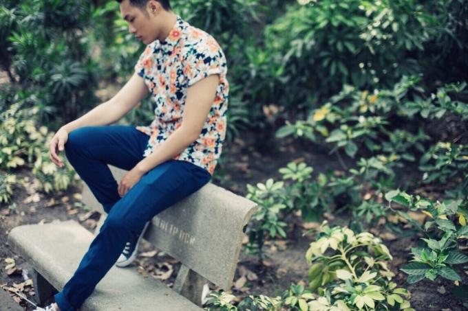 <p> Sơ mi họa tiết, sơ mi hoa luôn là gợi ý hấp dẫn vào ngày hè cho các chàng trai. Để chinh phục kiểu mốt unisex này, quần ống đứng đơn giản là gợi ý của Bảo Trung.</p>