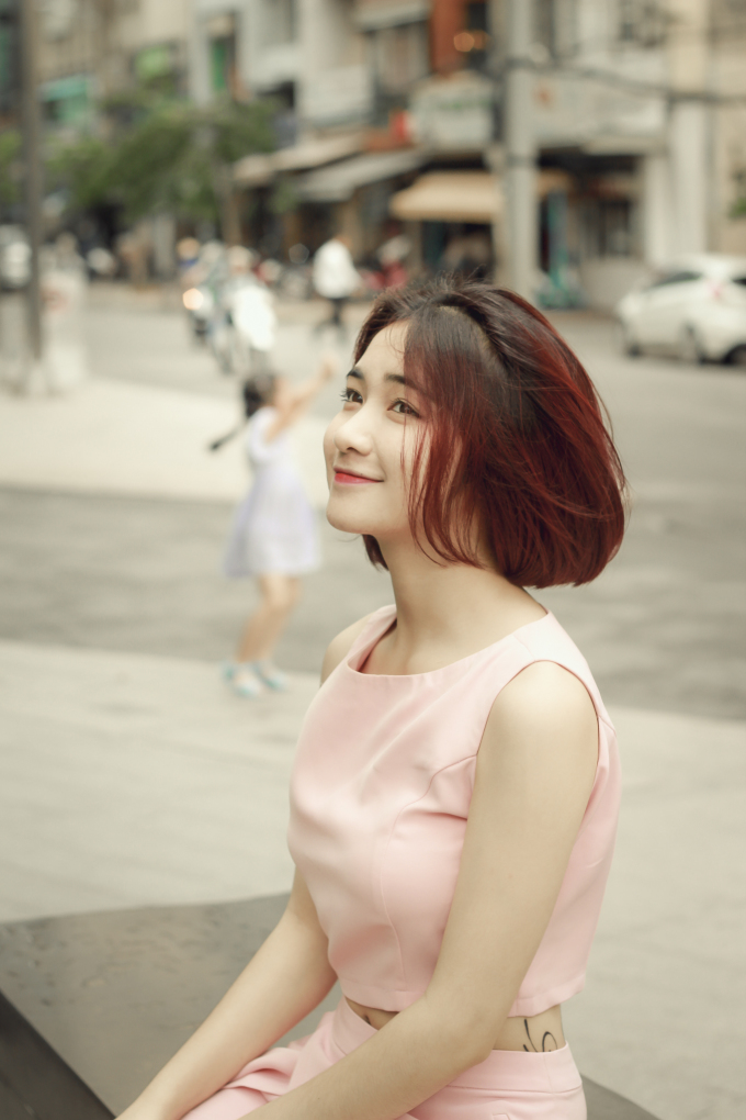 <p> Nhân dịp sinh nhật tuổi 20, Hòa Minzy tranh thủ thực hiện bộ hình đầy ngọt ngào để đón tuổi mới.</p>