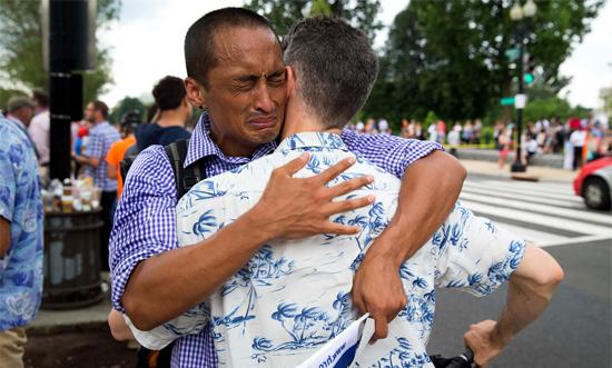 <p> Và cả những giọt nước mắt sung sướng vì hạnh phúc... đã làm nên một ngày 26/6 lịch sử, không thể nào quên với cộng đồng LBGT Mỹ.</p>