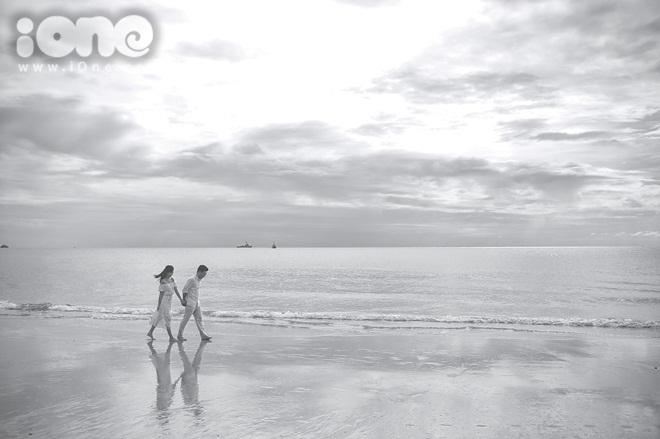 """<p class=""""Normal""""> """"Thái Lan làđất nước hai đứa mình lầnđầu tiênđi du lịch, cũng thổ lộ tình cảmởđây luôn. Tụi mình cũng giaoước là mỗi năm vào tháng 4 (tháng kỷ niệm tình yêu) sẽđếnđâyđểôn lại kỷ niệm"""", Hà Min chia sẻ với iOne.</p>"""