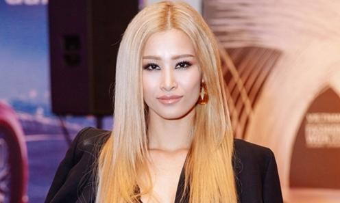 Hot or not: Đông Nhi 'nổi loạn' với tóc vàng bạch kim