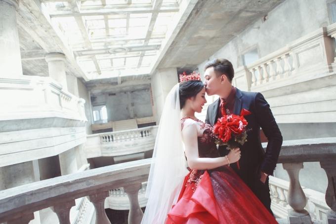 <p> Cặp đôi Nguyễn Trương Đại Vũ, sinh năm 1995 và Nguyễn Thị Tuyết Nhi, sinh năm 1996 được biết đến sau màn cầu hôn gây xôn xao tại một nhà hàng ở quận 1, TP HCM. Cả hai đều là sinh viên ĐH RMIT.</p>