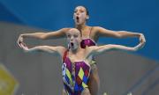 Bơi nghệ thuật hẳn là môn thể thao dễ chụp ảnh 'dìm hàng' nhất