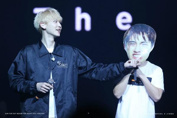 fan-kpop-choi-lay-de-thu-hut-su-chu-y-cua-than-tuong-tai-concert-5
