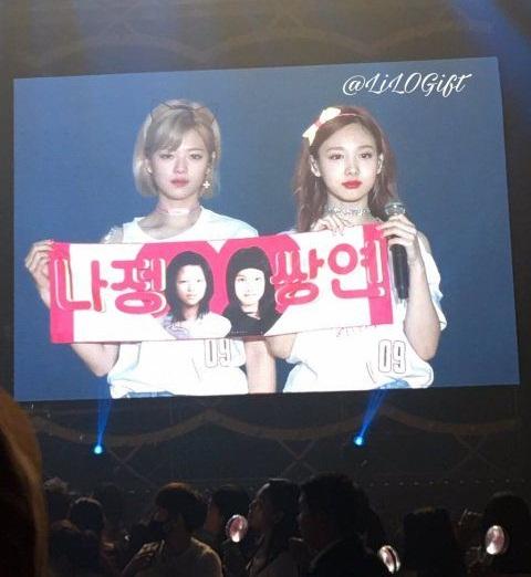 fan-kpop-choi-lay-de-thu-hut-su-chu-y-cua-than-tuong-tai-concert