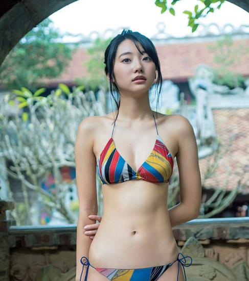 thien-than-noi-y-nhat-ban-chup-anh-bikini-giua-ha-noi