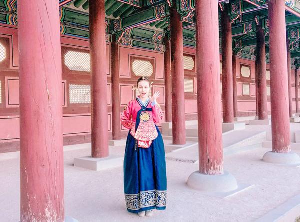 sao-viet-4-8-hari-won-khoe-chi-gai-xinh-dep-hoang-thuy-ban-che-dau-den-11