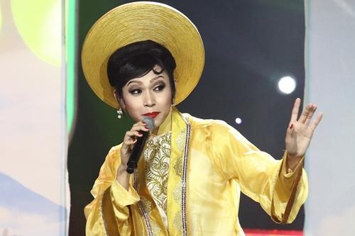 Jun Phạm trong tiết mục Hoa hậu châu Á.