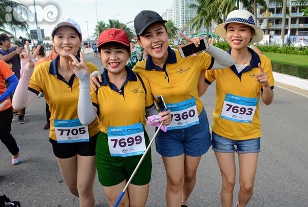 thieu-nu-da-nang-xuong-duong-thi-chay-marathon-10