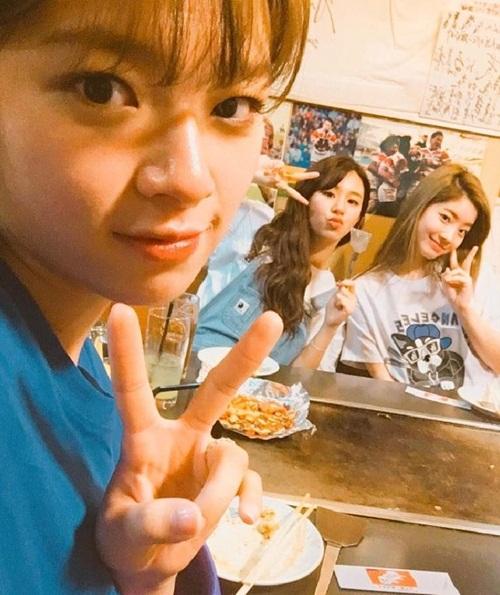 sao-han-7-8-baek-hyun-chup-anh-dim-chan-yeol-da-hyun-tzuyu-do-cute-2