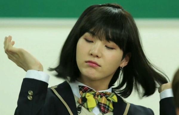 Trong chương trình Back To School vui nhộn, các thành viên BTS nhận nhiệm vụ tham gia diễn xuất trong một vở kịch ngắn. Suga đảm nhận vai một nữ sinh trung học có tên Min Yoon Ji.