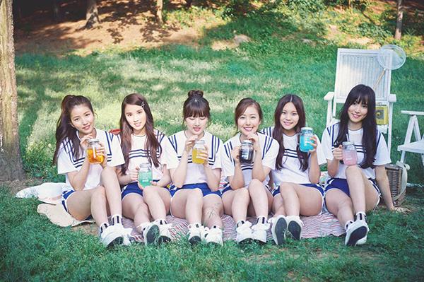4-girlgroup-mac-do-dien-nu-sinh-xinh-tuoi-nhat-kbiz-4