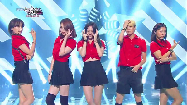 4-girlgroup-mac-do-dien-nu-sinh-xinh-tuoi-nhat-kbiz-7