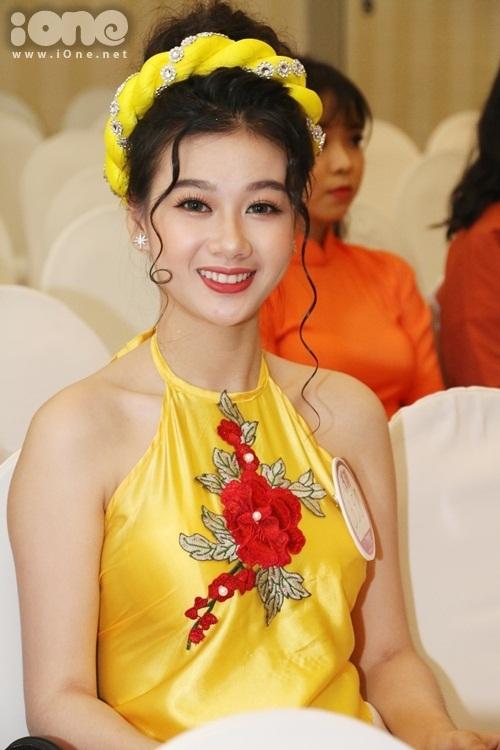 thi-sinh-miss-teen-2017-mien-nam-dua-nhau-khoe-sac-voc-kho-long-roi-mat-6