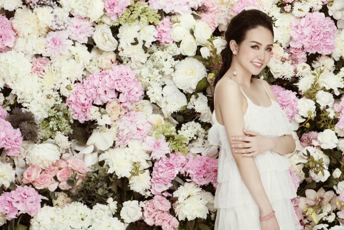 <p> Sau khi kết hôn cùng ca sĩ Tuấn Hưng, giờ đây Hương Baby có cuộc sống hạnh phúc với 2 người con kháu khỉnh, xinh đẹp là Su Hào và Son.</p>