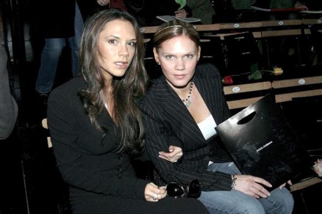 <p> Victoria Beckham và Louise Adams</p>