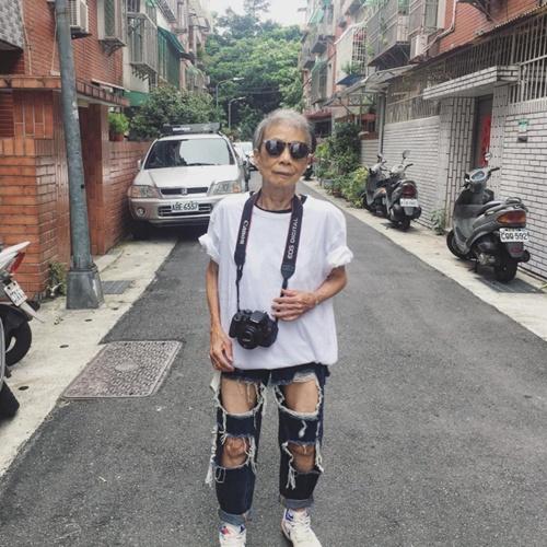 moon-lin-cu-ba-88-tuoi-khuay-dong-thoi-trang-duong-pho-2