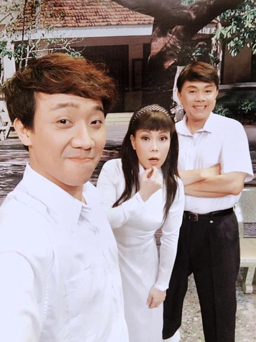 sao-viet-27-8-ngoc-trinh-che-mat-vi-sung-bang-di-khoe-nguoi-yeu-la-fan-bu