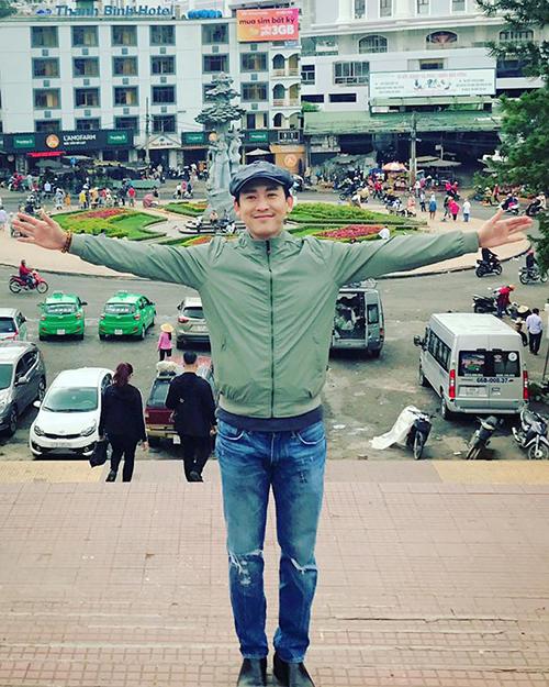 sao-viet-28-8-chi-pu-khoe-co-bung-san-chac-phuong-trinh-co-vong-3-to-bat-thuong-6