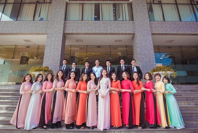 <p> Lớp Anh 2 Quản trị Kinh doanh của hoa hậu gồm có 20 thành viên, giáo viên chủ nhiệm - thầy Nguyễn Hồng Quân.</p>