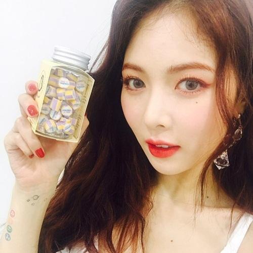 sao-han-31-8-hyun-ah-makeup-xinh-nhu-mong-sulli-mat-hoc-hac-kem-tuoi