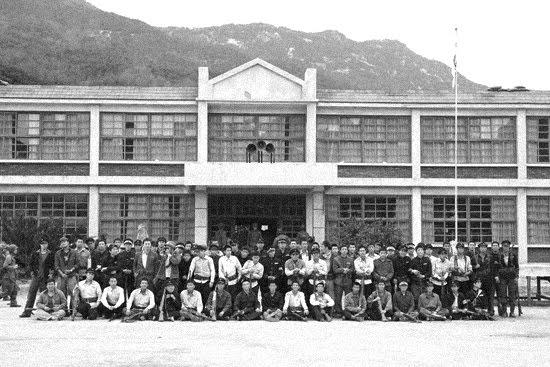 Hình ảnh những sinh viên đã liều mạng để bảo vệ Pohang.