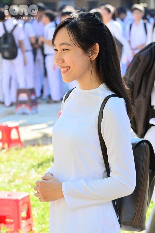 girl-xinh-da-nang-khoe-sac-trong-ngay-khai-giang-6