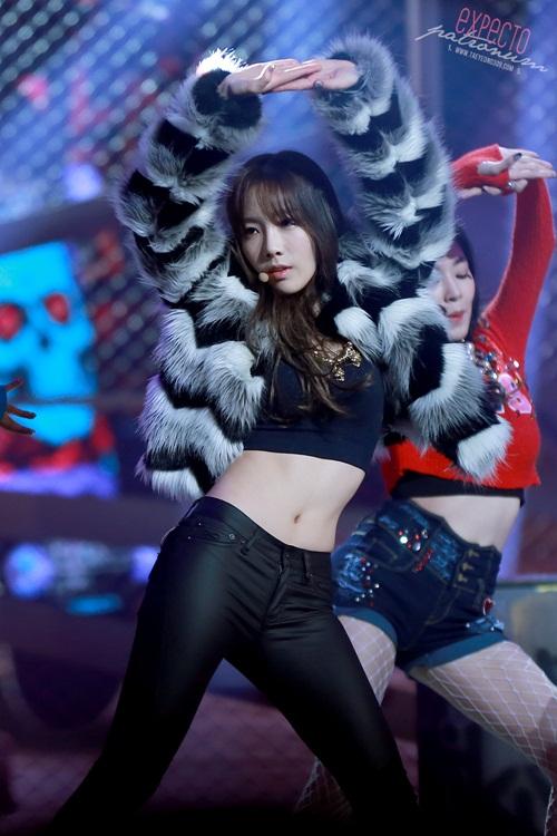nhung-lan-tae-yeon-khoe-eo-thon-co-bung-so-11-dang-ghen-ty-7