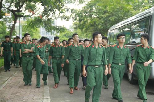 nam-sinh-hoc-vien-khoa-hoc-quan-su-lan-dau-nhay-flashmob